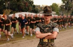 Marcheren met de drill-instructor!